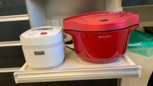 ホットクック2.4Lと3合炊き炊飯器のサイズ比較画像