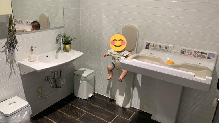 トイレのオムツ替え台